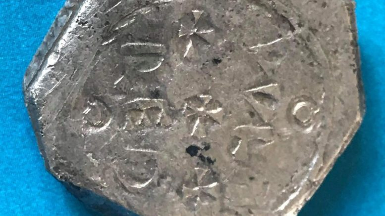 Detectorist unearths Saxon 'treasure' on land near Swindon